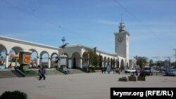 Железнодорожный вокзал Симферополя, архивное фото