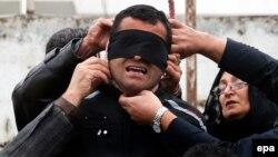İranda oğlunun qatilini əfv edən ana