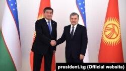 Президенты Кыргызстана и Узбекистана Сооронбай Жээнбеков и Шавкат Мирзиеев.