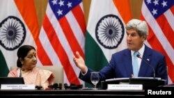 Sekretari amerikan i Shtetit, John Kerry (djathtas) dhe ministrja e Jashtme e Indisë, Sushma Swaraj. Nju Delhi, 30 gusht 2016.
