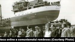 Nicolae Ceauşescu vizitează şantierul naval din Brăila.(7.IX.1978) Sursa: Fototeca online a comunismului românesc; cota:293/1978