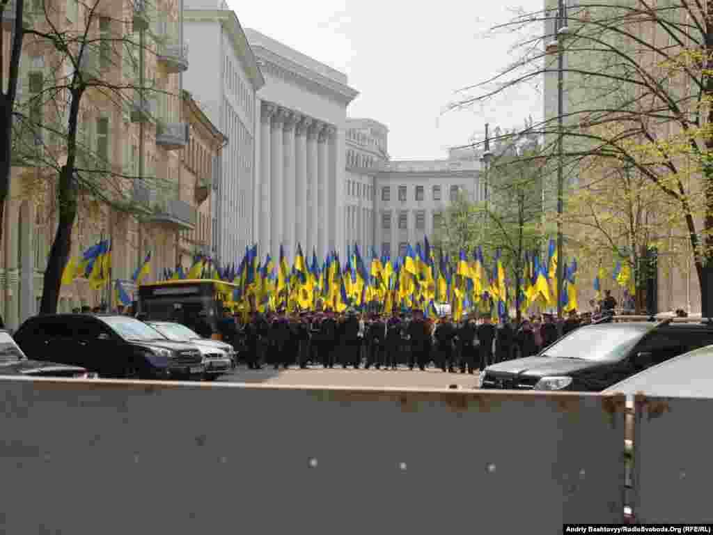 А під стінами Адміністрації Президента в цей час відбувався мітинг прихильників Віктора Януковича.