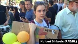 Đurić Bosnić: U zemlji imamo jedno neverovatno stezanje obruča (na fotografiji: sa protesta podrške RTV-u, Novi Sad, jul 2016.)