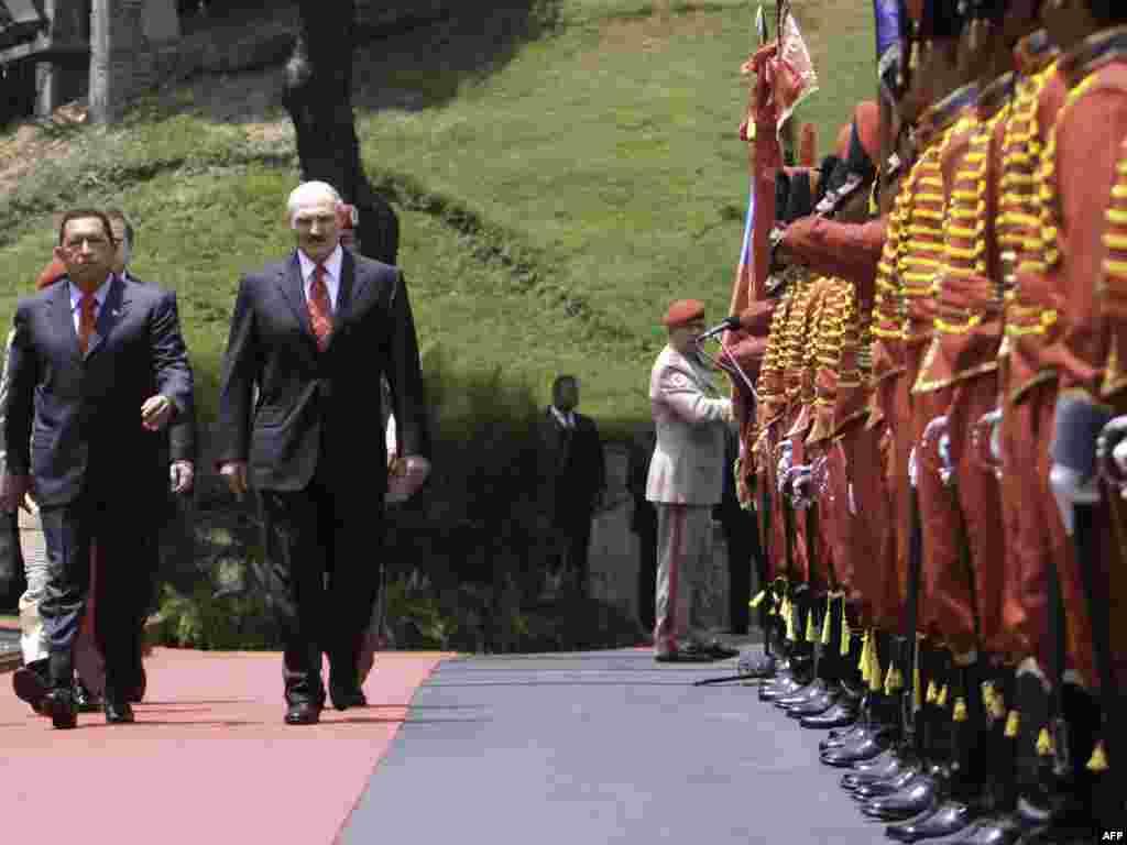 Вэнэсуэла, Каракас: прэзыдэнт Вэнэсуэлы Уга Чавэс з Аляксандрам Лукашэнкам падчас візыту беларускага прэзыдэнта.