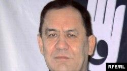 Изображение Батырхана Даримбета на баннере. Алматы, 7 июня 2010 года.