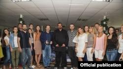 Стывен Сігал у офісе кампаніі Dana Holdings