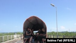 Abhazia, Georgia 2016, În căruță, pe podul dintre Georgia și Abhazia
