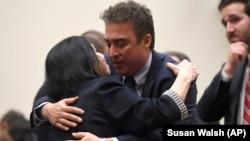 بابک نمازی و کریستین لوینسون در جریان حضور در کمیته روابط خارجی مجلس نمایندگان آمریکا