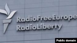 Mbishkrimi Radio Evropa e Lirë - Radio Liria në selinë në Pragë