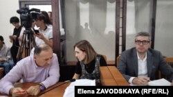 Представитель Алхаса Квициниа в суде, депутат Батал Табагуа и адвокаты – Инга Габелая и Гарегин Митин