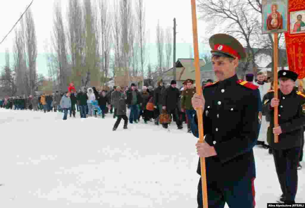 Крестный поход к реке.