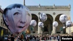 G7: «маскі-шоў» і лідэры на балёніках