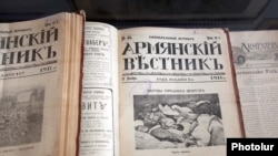 Экспонаты выставки, посвященной геноциду армян 1915 года. Ереван, 22 апреля 2010 г.