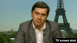 """ირაკლი ოქრუაშვილი """"მაესტროს"""" ეთერში (პარიზიდან, 2011 წლის 10 მაისი)."""