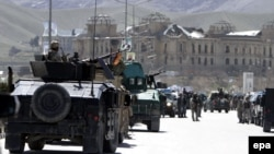 Сили безпеки прямують до місця нападу, Кабул, 25 березня 2014 року