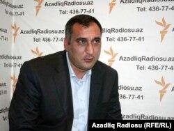 Şərif Ağayar Azadlıq Radiosunun Bakı studiyasında