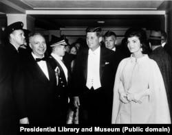 Джон и Жаклин Кеннеди на балу в день инаугурации, 1961
