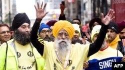 Фауджа Сингх, старейший в мире марафонец, на забеге в Торонто в 2011 году.