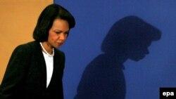 Визит министра обороны США в Москву оказался в тени похорон Бориса Ельцина. Кондолиза Райс надеется на полноценные переговоры в российской столице
