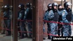 Міліція посилила охорону громадського порядку біля Апеляційного суду, Київ, 1 грудня 2011 року