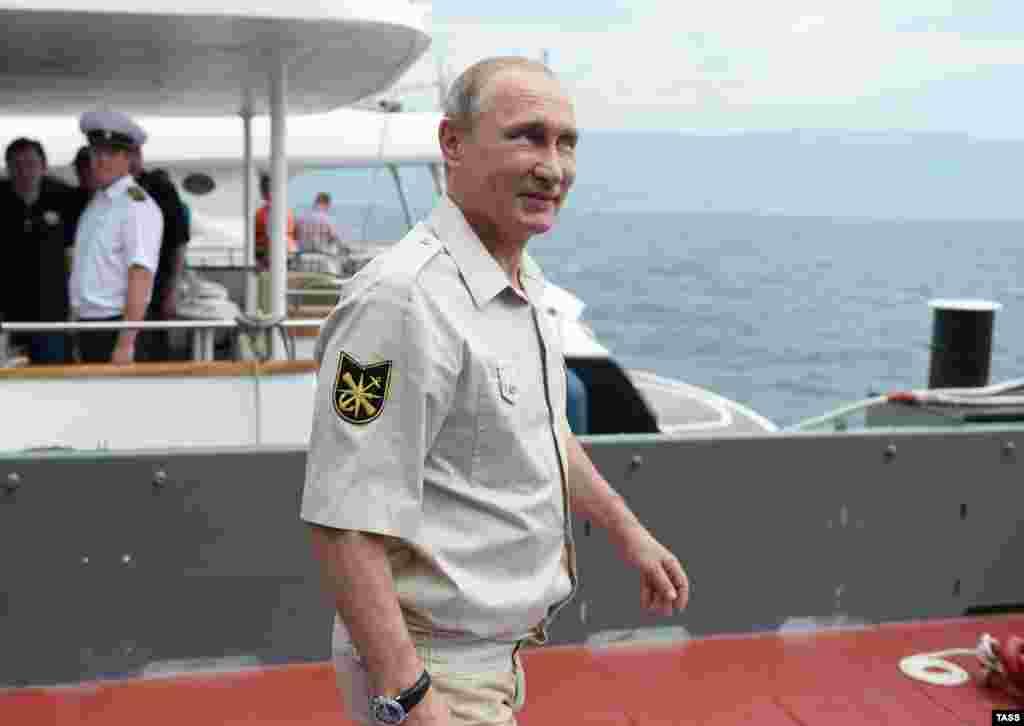 Президент РФ Владимир Путин перед началом экспедиции в рамках мероприятий, посвященных 170-летию Русского географического общества.