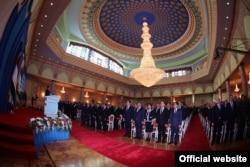 На заседании парламента Таджикистана, где выступает с посланием президент страны Эмомали Рахмон. Душанбе, 23 января 2015 года.
