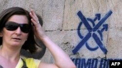 Pretnje gej populaciji ispisane na beogradskim fasadama