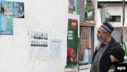Tacikistanda seçki plakatları