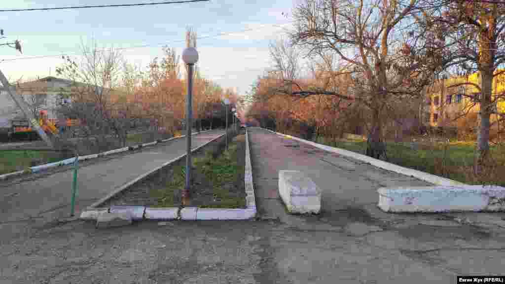 Центральна алея у Табачному