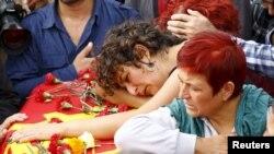 На месте теракта в Анкаре, где в субботу погибли десятки человек