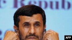 محمود احمدی نژاد قرار است که عصر سه شنبه در محل اجلاس فائو سخنرانی کند.(عکس: AFP)