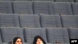 Кувэйцкія жанчыны назіраюць за парлямэнцкай сэсіяй ў Нацыянальнай асамблеі Кувэйту, 2010 г.
