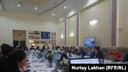 Участники форума «Прогресс в применении учебных программЮНЕСКО:парадигма устойчивого развития». Алматы, 5 апреля 2018 года.