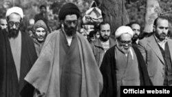Ali Khamenei (soldan 2-ci) və Hossein Ali Montazeri (sağdan 2-ci)
