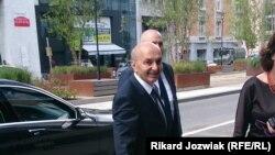Kryeministri i Kosovës, Isa Mustafa, para fillimit të bisedimeve