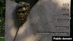Пам'ятник Миколі Хвильовому у Молодіжному парку в Харкові