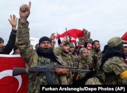 Бойцы Свободной сирийской армии, воюющие сейчас на стороне Турции против курдов. 22 января