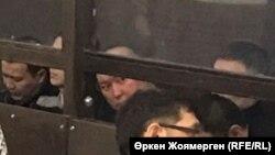 Аслан Джакупов вместе с другими фигурантами на слушаниях в суде по делу бывшего министра национальной экономики Казахстана Куандыка Бишимбаева.