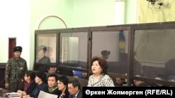 На предварительных судебных слушаниях по делу о предполагаемых хищениях, обвиняемым по которому проходит бывший министр экономики Казахстана Куандык Бишимбаев. Астана, 31 октября 2017 года.