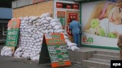 Иллюстрационное фото. Пункт обмена валют, Донецк, сентябрь 2014 года