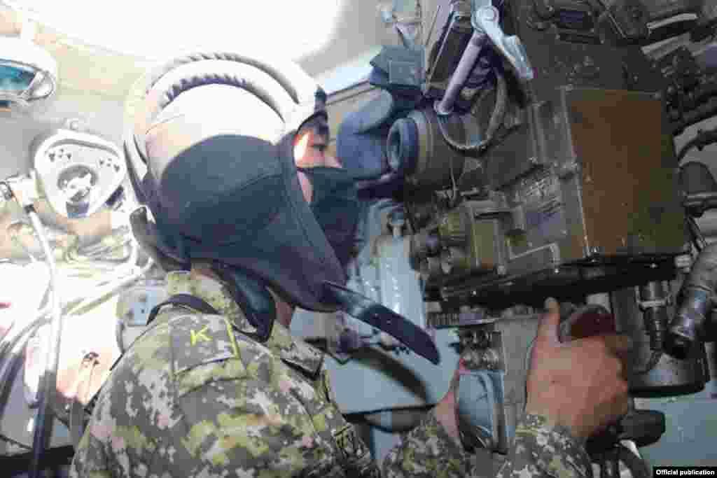 Кыргыз армиясынын артиллеристтери ар дайым күжүрмөн даярдыкта.