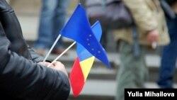 Флаги Молдавии и ЕС