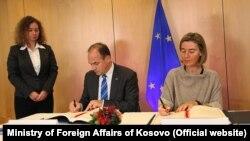 Sporazum potpisali Enver Hodžaj i Federika Mogerini