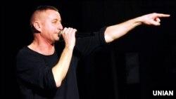 Сергій Жадан під час благодійного рок-концерту в Харкові. Лютий 2017 року