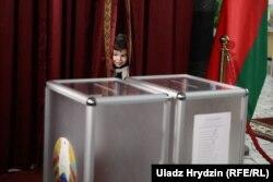 На выбарчым участку, дзе мае галасаваць Аляксандар Лукашэнка