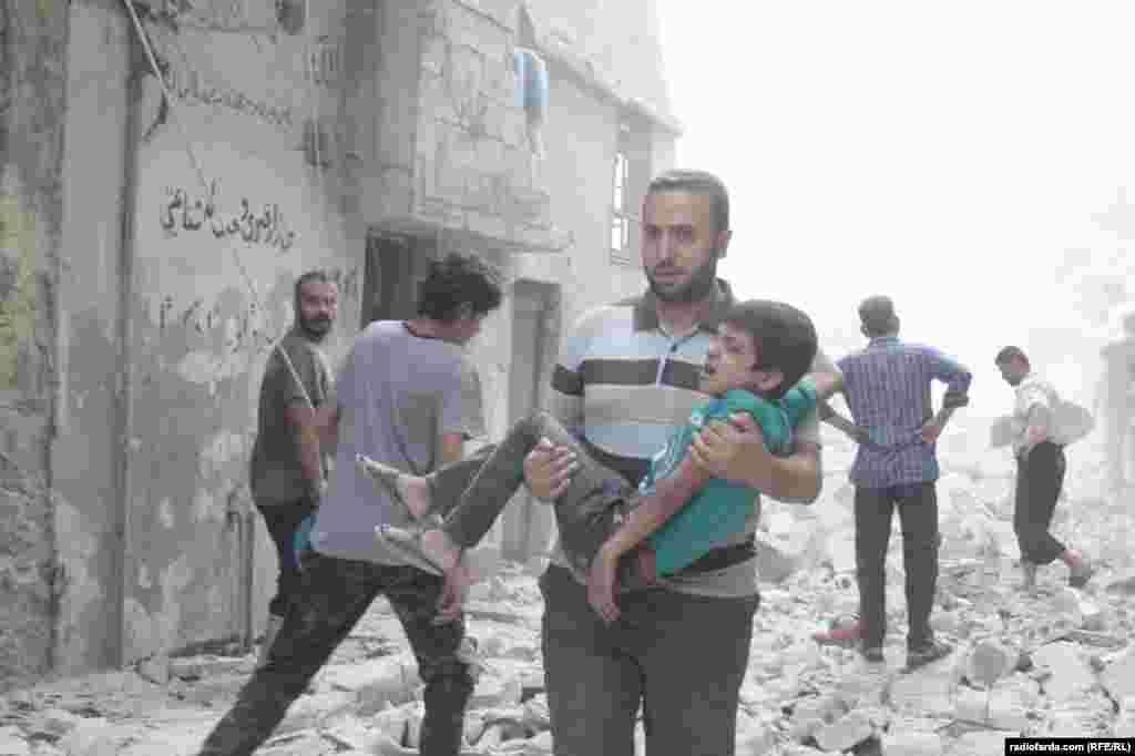 Корреспондент Радио Свобода сделал эти снимки в квартале Бустан аль-Каср