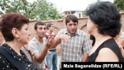 Представители Грузинской епархии Армянской апостольской церкви настаивают на том, что это была спланированная антиармянская акция. Иной позиции придерживаются этнические грузины, ставшие свидетелями драки