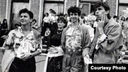 Падчас канцэрту на Дзень незалежнасьці 27 ліпеня (1991 год). Ігар Аляшчук — крайні зьлева