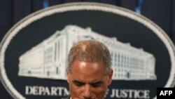 اریک هولدر، دادستان کل آمریکا، در نشست خبری مربوط به طرح ترور سفیر عربستان