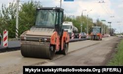 Ремонт дороги в Краматорську, який знаходиться на контрольованій урядом України частині Донецької області